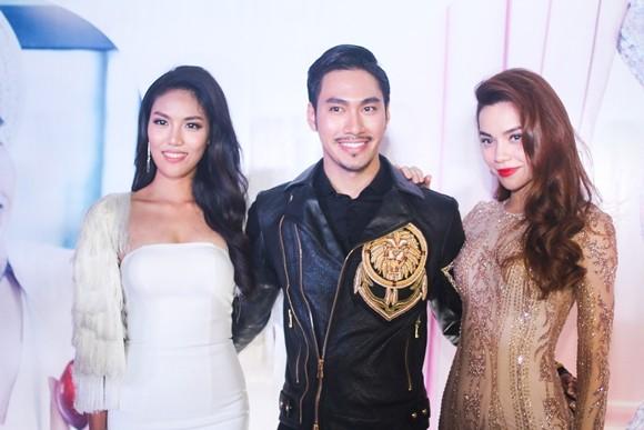 Lan Khuê hạnh phúc trong buổi tiệc mừng vào top 11 Hoa hậu thế giới ảnh 3