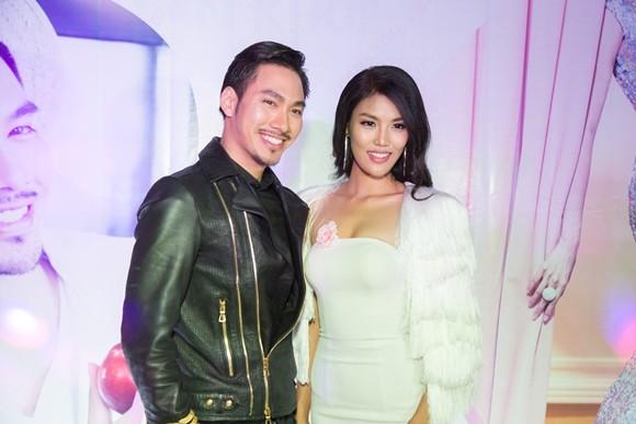 Lan Khuê hạnh phúc trong buổi tiệc mừng vào top 11 Hoa hậu thế giới