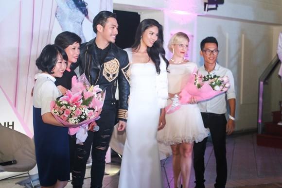 Lan Khuê hạnh phúc trong buổi tiệc mừng vào top 11 Hoa hậu thế giới ảnh 7