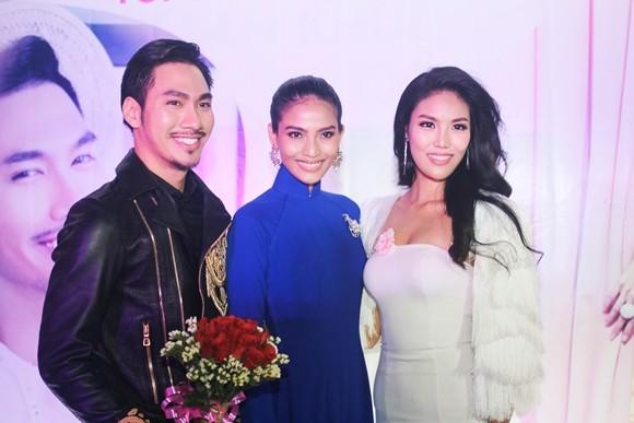 Lan Khuê hạnh phúc trong buổi tiệc mừng vào top 11 Hoa hậu thế giới ảnh 5