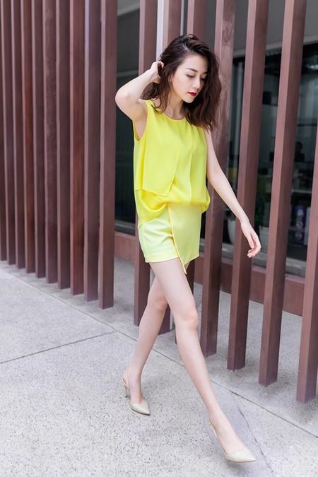Thiều Bảo Trang - Thiều Bảo Trâm cực gợi cảm với thời trang dạo phố ảnh 3