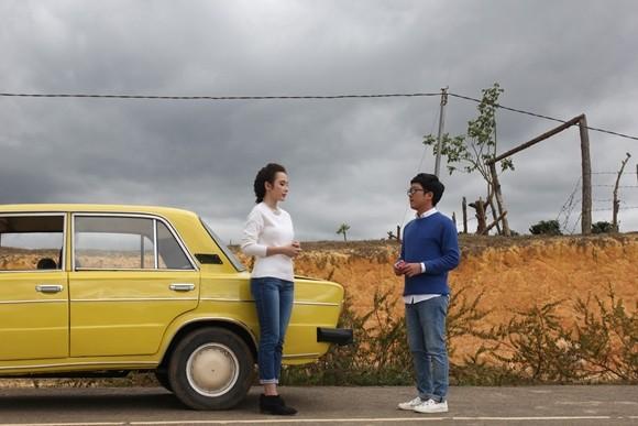 """Angela Phương Trinh sẽ """"cặp kè"""" cùng Trường Giang trong phim hành trình """"Taxi, em tên gì?"""" ảnh 1"""