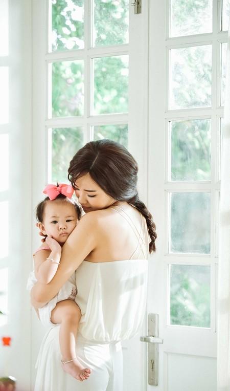 Maya bật khóc trong MV tặng con gái ảnh 2