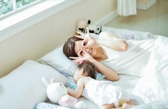 Maya bật khóc trong MV tặng con gái ảnh 8
