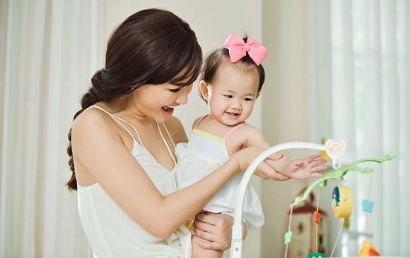 Một số hình ảnh của Maya và con gái: