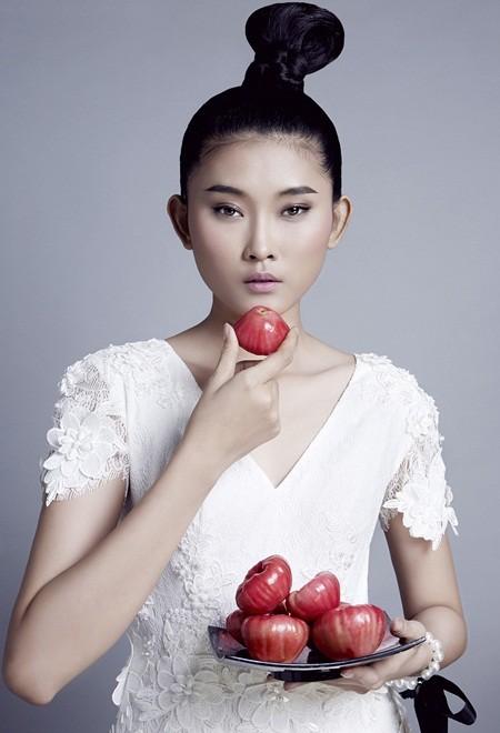 NTK Nguyễn Công Trí tung bộ sưu tập sắc trắng đón Tết ảnh 10