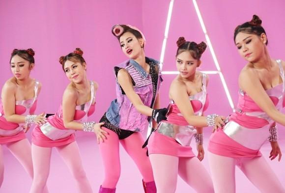"""Đông Nhi đầy cá tính với sắc hồng trong dự án """"Pink girl"""" ảnh 10"""