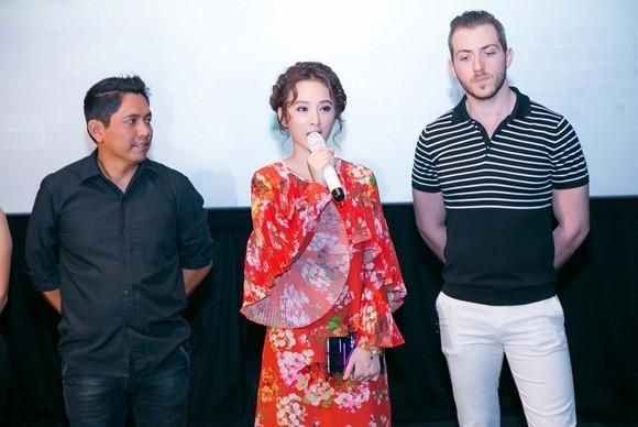 Vắng Trường Giang, Angela Phương Trinh lẻ loi giới thiệu phim mới