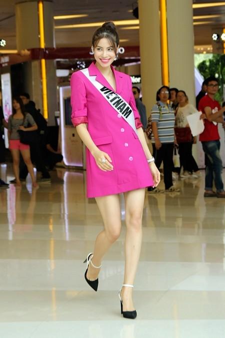 Hoa hậu Phạm Hương được người hâm mộ Thái Lan chào đón ảnh 12