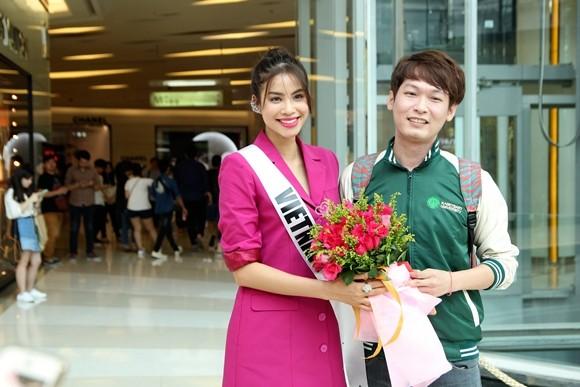 Hoa hậu Phạm Hương được người hâm mộ Thái Lan chào đón ảnh 5