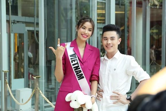 Hoa hậu Phạm Hương được người hâm mộ Thái Lan chào đón ảnh 7