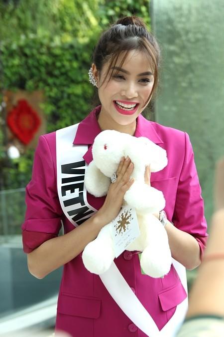 Hoa hậu Phạm Hương được người hâm mộ Thái Lan chào đón ảnh 11