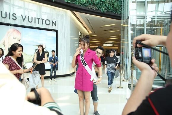Hoa hậu Phạm Hương được người hâm mộ Thái Lan chào đón ảnh 4