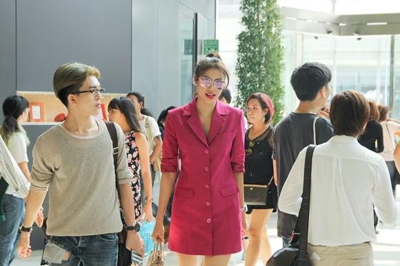 Hoa hậu Phạm Hương được người hâm mộ Thái Lan chào đón ảnh 1