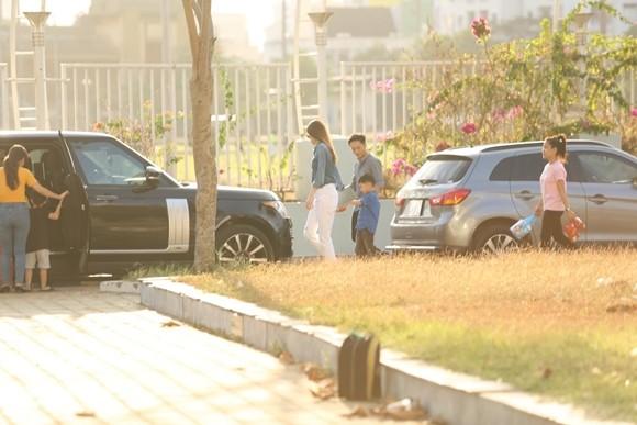 Hồ Ngọc Hà cùng chồng cũ đưa con trai đi xem nhạc kịch trên băng ảnh 8