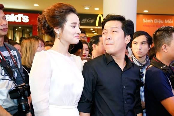 """Trường Giang - Nhã Phương tay trong tay ra mắt phim """"Taxi, em tên gì?"""" ảnh 2"""