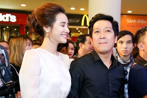 """Trường Giang - Nhã Phương tay trong tay ra mắt phim """"Taxi, em tên gì?"""" ảnh 1"""