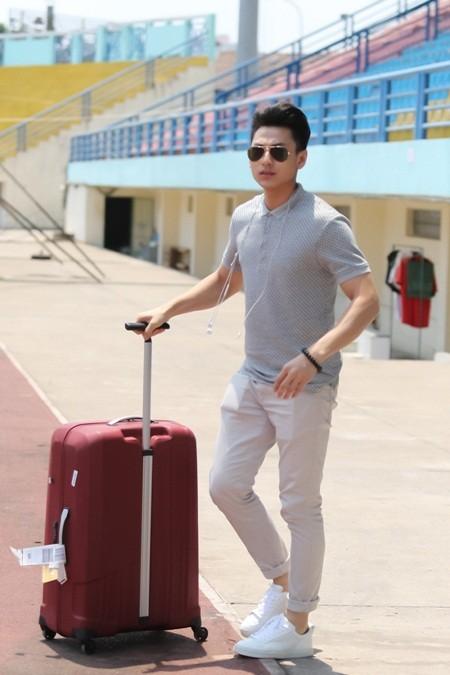 Sợ trễ giờ chạy chương trình, Isaac mang cả hành lý theo để tập luyện ảnh 1