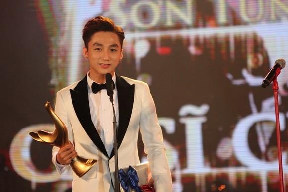 """Giải Cống Hiến: Sơn Tùng M-TP đoạt danh hiệu """"Ca sĩ của năm"""" ảnh 1"""