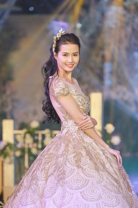 Phan Thị Mơ xinh đẹp trong trang phục cưới