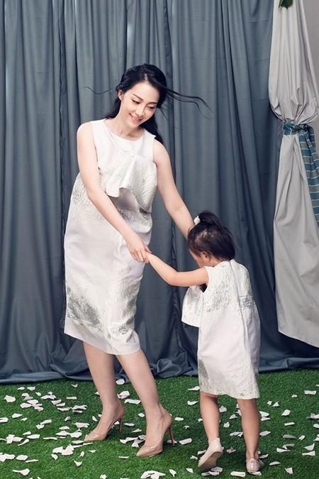 Linh Nga và con gái diện đồ đôi cùng nhau