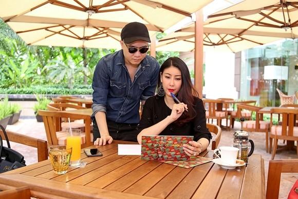 NTK Đỗ Mạnh Cường và Hoa hậu Hà Kiều Anh chuẩn bị trước show