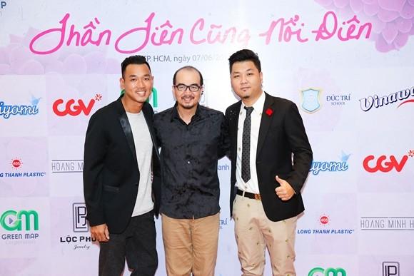 Đạo diễn Cao Tấn Lộc (giữa) trong buổi ra mắt đoàn làm phim vào ngày 7-6 vừa qua