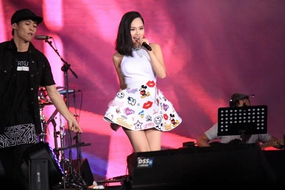 Miu Lê trên sân khấu Viral Fest Asian tại Bali