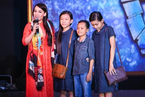 Phi Nhung và các con đỡ đầu của mình