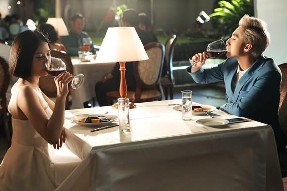 Sơn Tùng M-TP thân mật cùng Suni Hạ Linh trong hậu trường