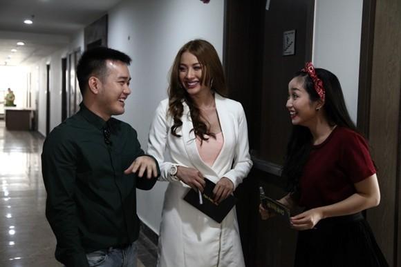 Ba khách mời đặc biệt của chương trình: Ốc Thanh Vân, Yaya Trương Nhi, NTK Lê Thanh Hòa (từ phải qua trái)