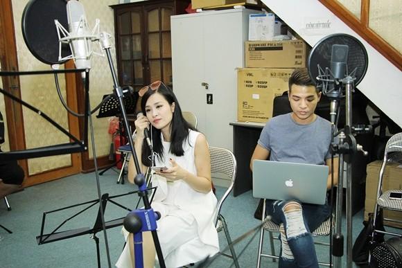 """Đông Nhi và nhạc sĩ Đỗ Hiếu. Liveshow """"It's Showtime"""" của Đông Nhi diễn ra ngày 2-10 tại SVĐ Quân khu 7, TP Hồ Chí Minh."""
