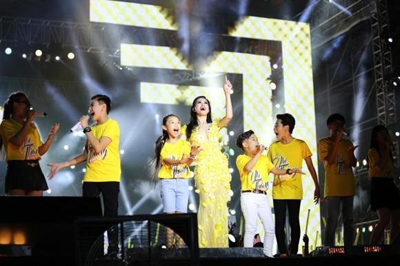 """Đông Nhi và các thí sinh """"The Voice kids"""""""