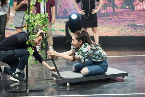"""Chi Pu, Quang Vinh """"vật vã"""" trên sân khấu với hàng loạt thử thách"""