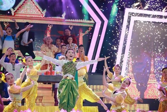 Vĩnh Thuyên Kim tái hiện lại lễ hội truyền thống của người Khơ-me là Ok Om Bok