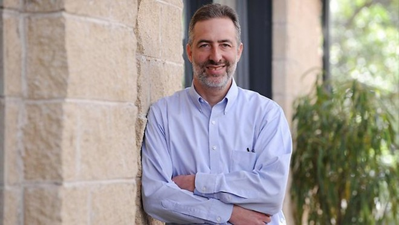 """Đồng tác giả của cuốn sách """"Quốc gia khởi nghiệp – Câu chuyện thần kỳ về nền kinh tế Israel"""" - Saul Singer"""