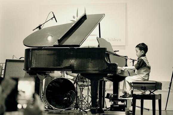Thần đồng Piano 5 tuổi Evan Lê lần đầu về Việt Nam biểu diễn