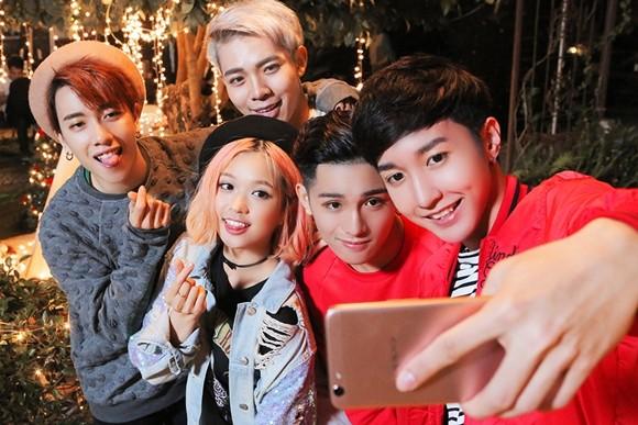"""""""Hot boy"""" 16 tuổi """"Sing my song"""" ra tay giúp Suni Hạ Linh """"thoát ế"""""""
