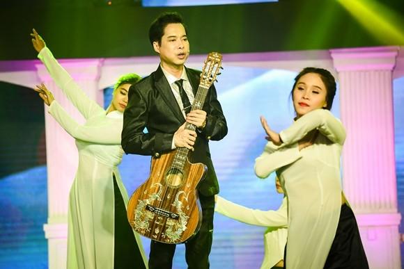 Nữ ca sĩ Thủy Tiên gây bất ngờ khi hát nhạc Bolero