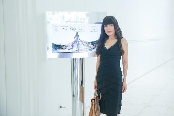 """Nhật Hạ là ca sĩ khách mời trong """"Dèja Vu"""". Cô cũng là một trong những nghệ sĩ rất yêu thích thiết kế của Quỳnh Paris"""
