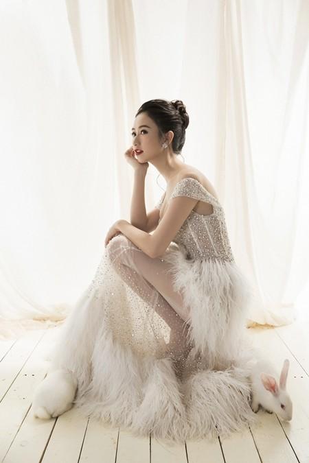 Á hậu Hà Thu tiễn năm 2016 bằng bộ ảnh cùng thỏ trắng