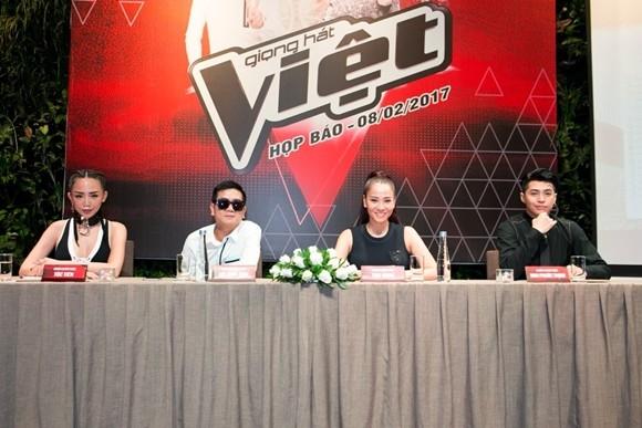 Nhạc sĩ Hồ Hoài Anh vẫn tiếp tục phụ trách vai trò giám đốc âm nhạc cho chương trình năm nay