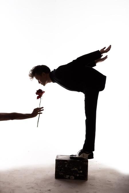 """Lương Mạnh Hải """"cô đơn"""" trong bộ hình Valentine"""