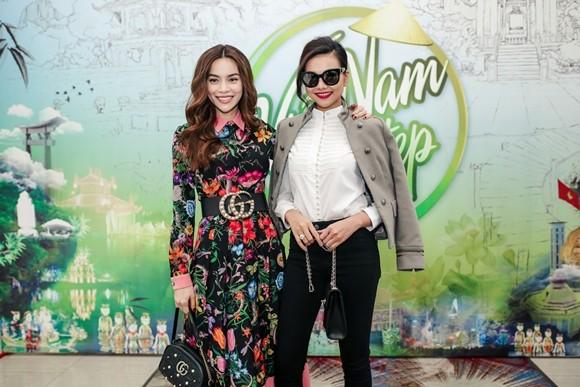 Hồ Ngọc Hà - Thanh Hằng có mặt để ủng hộ chương trình