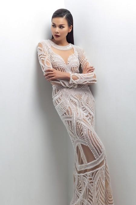 Thanh Hằng làm vedette của NTK Công Trí tại Tokyo Fashion Week 2017