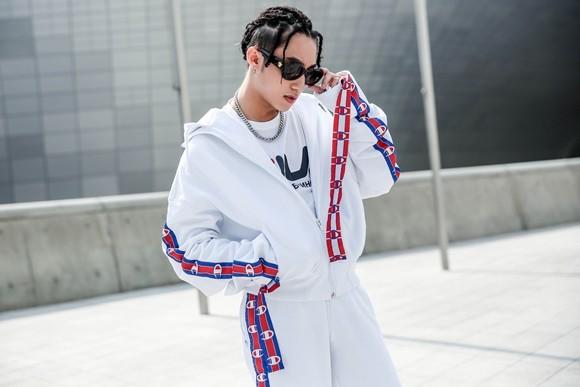 Tổng hợp trang phục Sơn Tùng M-TP tự stylist tại Seoul Fashion Week ảnh 4