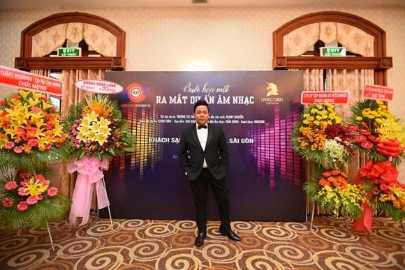 """Thời gian tới, Quang Lê bận rộn với chương trình """"Hát trên quê hương"""" qua 16 tỉnh thành"""