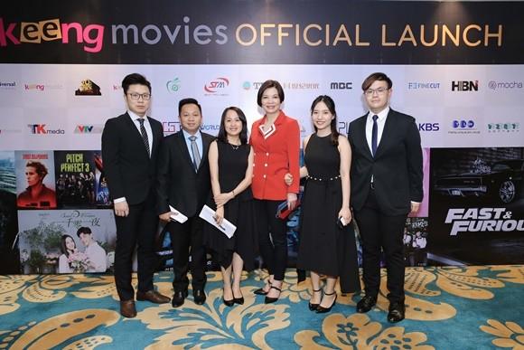 Các lãnh đạo của Keeng Movies và bà Mandy Yip (áo đỏ) - địa diện cho đài truyền hình TVB (Hồng Kông)