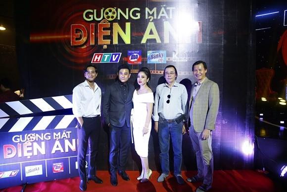 Mai Tài Phến (quán quân Gương mặt điện ảnh mùa 1) cùng ban giám khảo