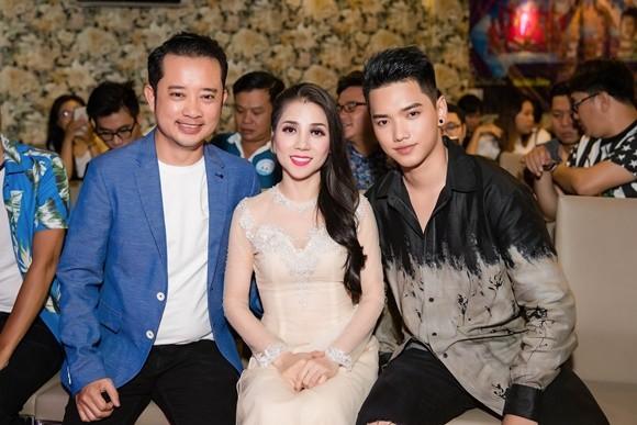 Đạo diễn Nguyễn Quý Khang - ca sĩ Kiều Trâm và quán quân Ai sẽ thành sao Châu Khang